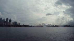 Ορίζοντας χρονικού σφάλματος λιμενικών γεφυρών του Σίδνεϊ & Οπερών του Σίδνεϊ με Cloudscape στη Νότια Νέα Ουαλία, Αυστραλία απόθεμα βίντεο
