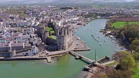 Ορίζοντας Caernarfon, Gwynedd στην Ουαλία - το Ηνωμένο Βασίλειο απόθεμα βίντεο