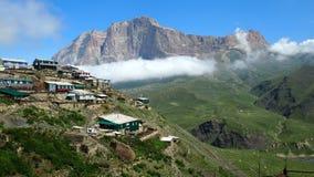 Ορίζοντας mountscape Καύκασος ουρανού ορεινών χωριών kurush onair στοκ φωτογραφία με δικαίωμα ελεύθερης χρήσης