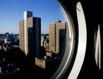 Ορίζοντας NYC από ένα κυκλικό παράθυρο Στοκ Φωτογραφία
