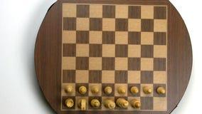 Οργάνωση πινάκων σκακιού κινήσεων στάσεων στον παλαιό μαγνητικό πίνακα απόθεμα βίντεο