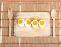 Οργανικά βρασμένα αυγά έτοιμα να φάνε Στοκ φωτογραφία με δικαίωμα ελεύθερης χρήσης
