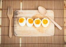 Οργανικά βρασμένα αυγά έτοιμα να φάνε Στοκ φωτογραφίες με δικαίωμα ελεύθερης χρήσης
