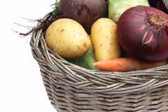 οργανικά λαχανικά καλαθ& Στοκ Εικόνες