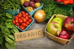 Οργανικά φρούτα και λαχανικά αγοράς Στοκ Εικόνα