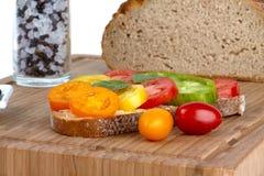 οργανικές τεμαχισμένες ντομάτες στοκ φωτογραφία με δικαίωμα ελεύθερης χρήσης