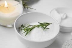 Οργανική skincare spa ακόμα ζωή με το άλας και το χορτάρι, aromatherapy Στοκ Φωτογραφίες