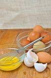 Οργανικός και σειρά ελεύθεροι, αυγά κοτόπουλου και χτυπήστε ελαφρά Στοκ Εικόνες