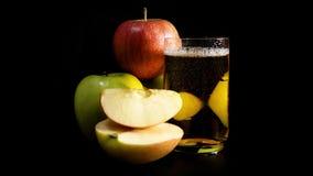 Οργανικός πρόσφατα συμπιεσμένος χυμός μήλων απόθεμα βίντεο