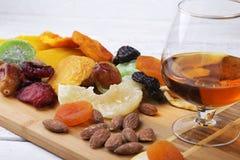 Οργανικός υγιής ανάμεικτος ξηρός - φρούτα σε ένα πιάτο r στοκ φωτογραφίες με δικαίωμα ελεύθερης χρήσης