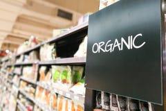 Οργανικός categoy διάδρομος παντοπωλείων προϊόντων στην υπεραγορά στοκ φωτογραφία με δικαίωμα ελεύθερης χρήσης