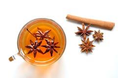 Οργανικό τσάι γλυκάνισου αστεριών σε μια άσπρη ανασκόπηση Στοκ εικόνα με δικαίωμα ελεύθερης χρήσης