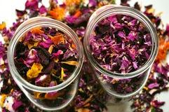 Οργανικό, φυσικό εγχώριο με τα λουλούδια Στοκ Εικόνες