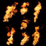 Οργιμένος εκτοξεύσεις πυρκαγιάς της φωτογραφίας σύστασης φλογών που τίθεται στο Μαύρο Στοκ Εικόνες