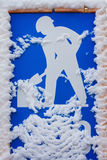 Οργώνοντας σημάδι χιονιού Στοκ εικόνες με δικαίωμα ελεύθερης χρήσης