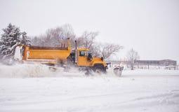 οργώνοντας χιόνι Στοκ Εικόνες