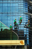 ορειβάτες που πλένουν τα Windows Στοκ Φωτογραφίες