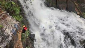 Ορειβάτες στην ενέργεια απόθεμα βίντεο