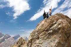 Ορειβάτες στη σύνοδο κορυφής Στοκ φωτογραφία με δικαίωμα ελεύθερης χρήσης