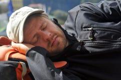ορειβάτης που έχει το NAP Στοκ Φωτογραφία