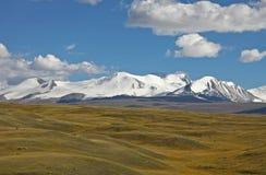 Ορεινός όγκος βουνών tabyn-Bogdo-Ola, οροπέδιο Ukok, βουνά Altai, Ρωσία Στοκ φωτογραφία με δικαίωμα ελεύθερης χρήσης
