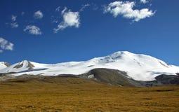 Ορεινός όγκος βουνών tabyn-Bogdo-Ola, οροπέδιο Ukok, βουνά Altai, Ρωσία Στοκ Φωτογραφίες