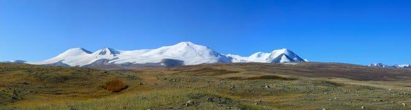 Ορεινός όγκος βουνών tabyn-Bogdo-Ola, οροπέδιο Ukok, βουνά Altai, Ρωσία Στοκ Φωτογραφία