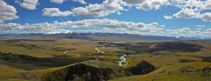 Ορεινός όγκος βουνών tabyn-Bogdo-Ola, οροπέδιο Ukok, Altai, Σιβηρία, Ρωσία Στοκ φωτογραφία με δικαίωμα ελεύθερης χρήσης