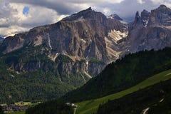 Ορεινός όγκος της Ronda Sella από Passo Gardena στοκ φωτογραφία