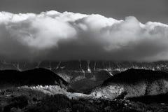 Ορεινός όγκος Craiului Piatra στην ανατολή στα βουνά Ρουμανία της Τρανσυλβανίας στοκ εικόνα με δικαίωμα ελεύθερης χρήσης