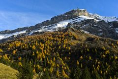 Ορεινός όγκος Diablerets στα χρώματα φθινοπώρου στοκ εικόνες
