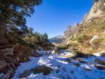 Ορεινό και χιονώδες τοπίο στη Ανδόρα στοκ εικόνες