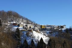 ορεινό χωριό χιονιού στοκ εικόνες