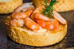 Ορεκτικά Tapas με τη σάλτσα γαρίδων Στοκ Εικόνες