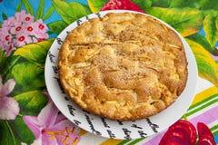 Πίτα της Apple σε ένα πιάτο Στοκ Εικόνες