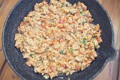 Ορεκτικός τηγανισμένος κιμάς με τα λαχανικά και τα πράσινα στοκ φωτογραφίες με δικαίωμα ελεύθερης χρήσης