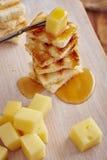 Ορεκτικό τυριών και μελιού Στοκ φωτογραφίες με δικαίωμα ελεύθερης χρήσης