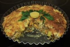 Ορεκτικό casserole με τα λαχανικά και τα χορτάρια Στοκ Φωτογραφία