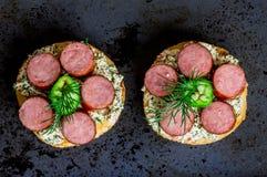 Ορεκτικό Tapas με τη σάλτσα και το λουκάνικο Στοκ Εικόνα