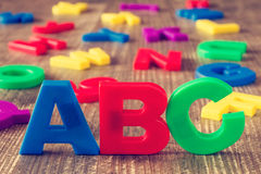 Ορθογραφία ABC και σωρός των επιστολών χρώματος Στοκ εικόνες με δικαίωμα ελεύθερης χρήσης
