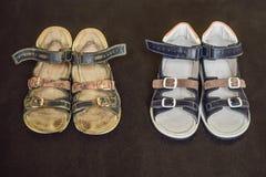 Ορθοπεδικά παπούτσια των παλαιών και νέων παιδιών Τακούνι του Thomas, υποστήριξη αψίδων στοκ εικόνες με δικαίωμα ελεύθερης χρήσης