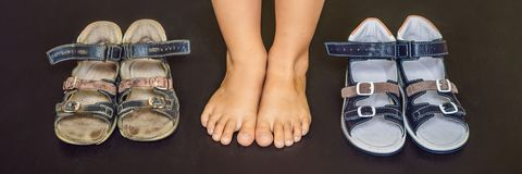 Ορθοπεδικά παπούτσια των παλαιών και νέων παιδιών Τακούνι του Thomas, ΕΜΒΛΗΜΑ υποστήριξης αψίδων, μακροχρόνιο σχήμα στοκ φωτογραφία με δικαίωμα ελεύθερης χρήσης
