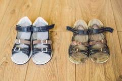 Ορθοπεδικά παπούτσια των παλαιών και νέων παιδιών Τακούνι του Thomas, υποστήριξη αψίδων στοκ εικόνα