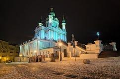Ορθόδοξη Εκκλησία Αγίου Andrew στη χειμερινή νύχτα Επίσης η διάσημη κάθοδος Andreevsky αρχίζει εδώ Kyiv, Ουκρανία στοκ φωτογραφίες