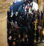 Ορθόδοξοι ιερείς και προσκυνητές στην εκκλησία του ιερού τάφου στοκ φωτογραφία με δικαίωμα ελεύθερης χρήσης