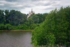 Ορθόδοξο, αγροτικό, χριστιανικό μοναστήρι Στοκ Εικόνες