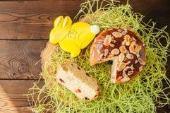 Ορθόδοξο γλυκό ψωμί Πάσχας, φέτα του τυριού εξοχικών σπιτιών kulich και Στοκ Εικόνες