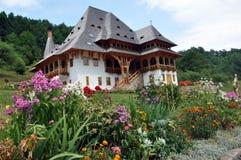 Ορθόδοξο ξύλινο μοναστήρι Barsana σύνθετο Στοκ εικόνες με δικαίωμα ελεύθερης χρήσης