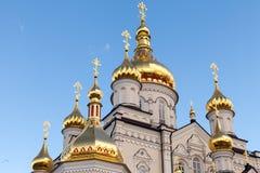 Ορθόδοξη Εκκλησία με τους χρυσούς θόλους, καθεδρικός ναός τριάδας και πύργος κουδουνιών σε Pochaev Lavra Pochayiv Lavra, Ουκρανία Στοκ φωτογραφία με δικαίωμα ελεύθερης χρήσης