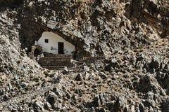 Ορθόδοξο παρεκκλησι σε μια δύσκολη σπηλιά Στοκ φωτογραφία με δικαίωμα ελεύθερης χρήσης